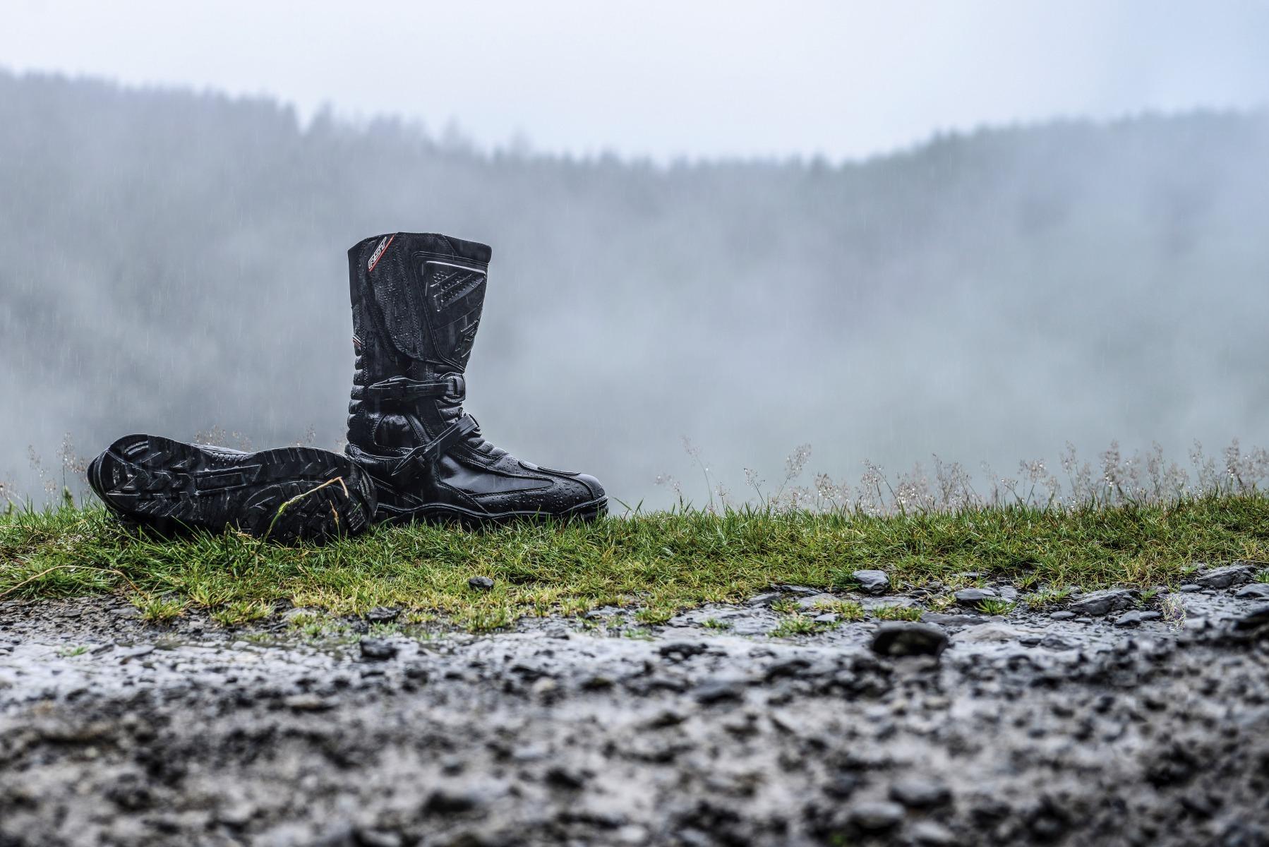 101656-rst-adventure-ii-waterproof-boot-lifestyle-01