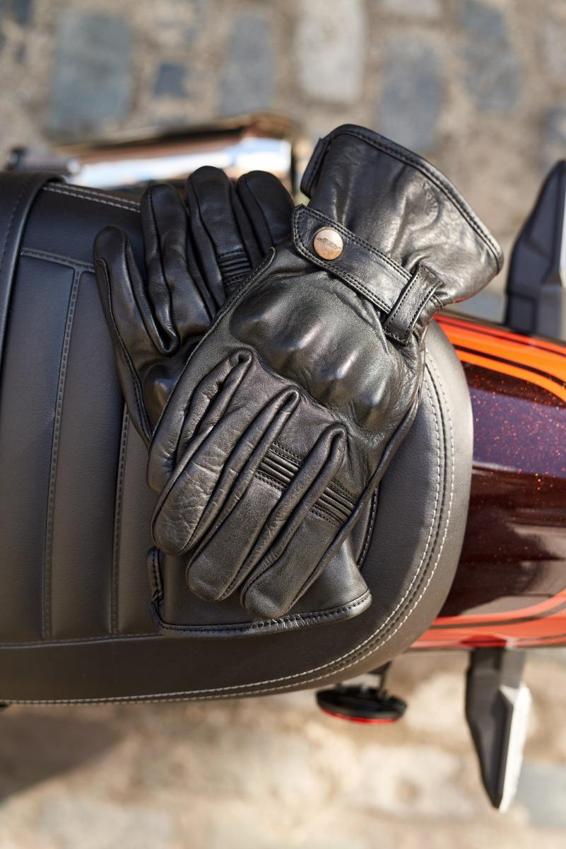102143-rst-roadster-ii-glove-black-lifestyle-01