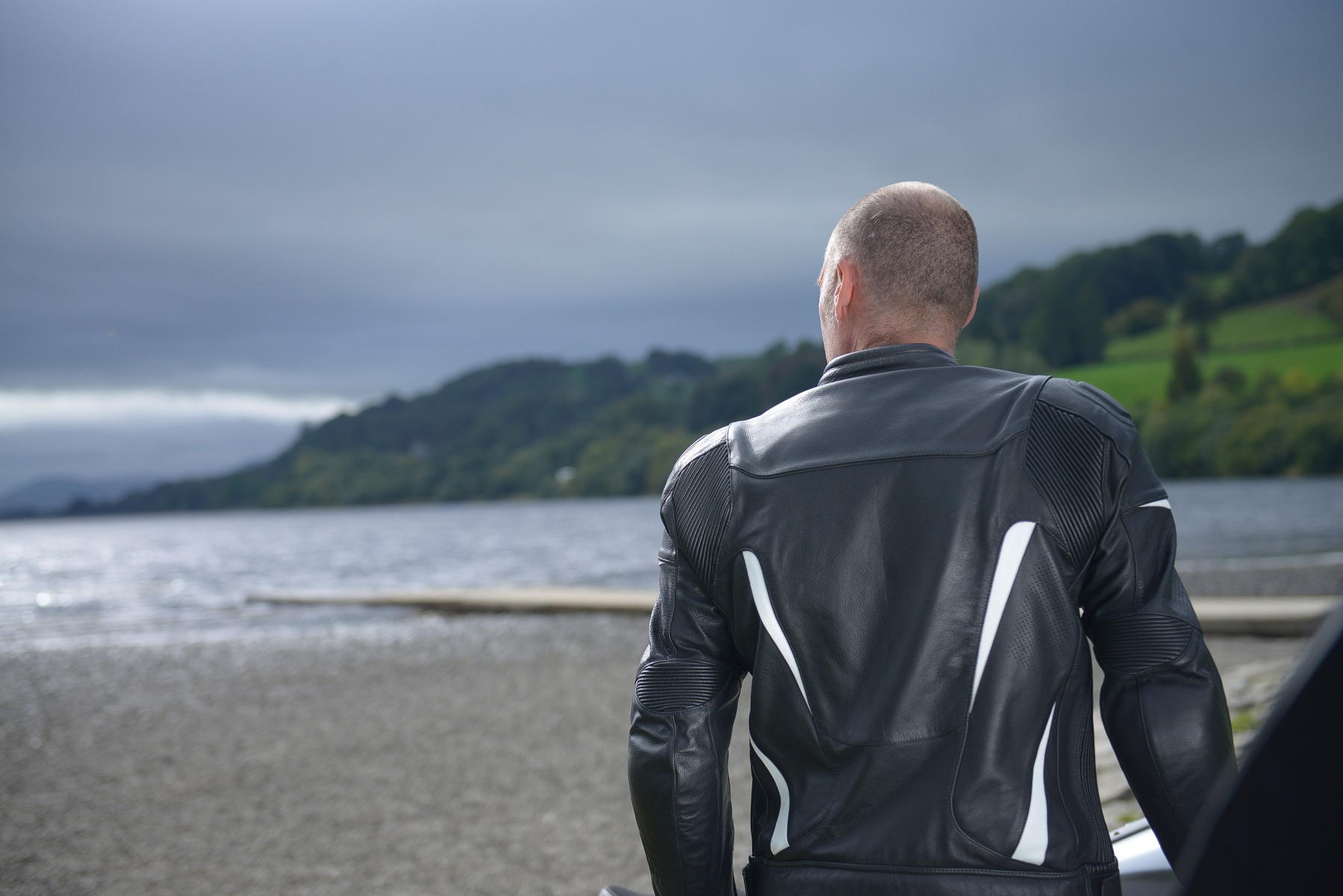 102190-rst-gt-leather-jacket-white-lifestyle-02