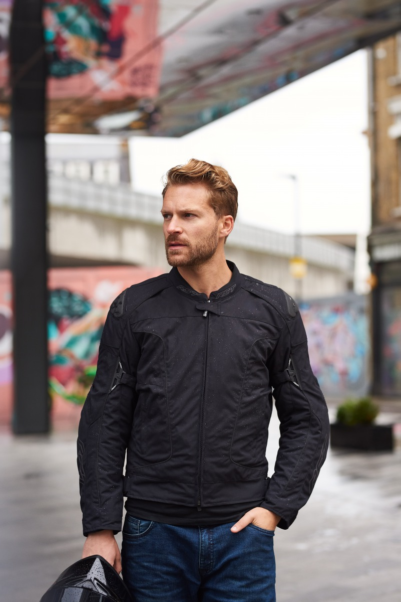 102196-rst-gt-textile-jacket-black-lifestyle-01