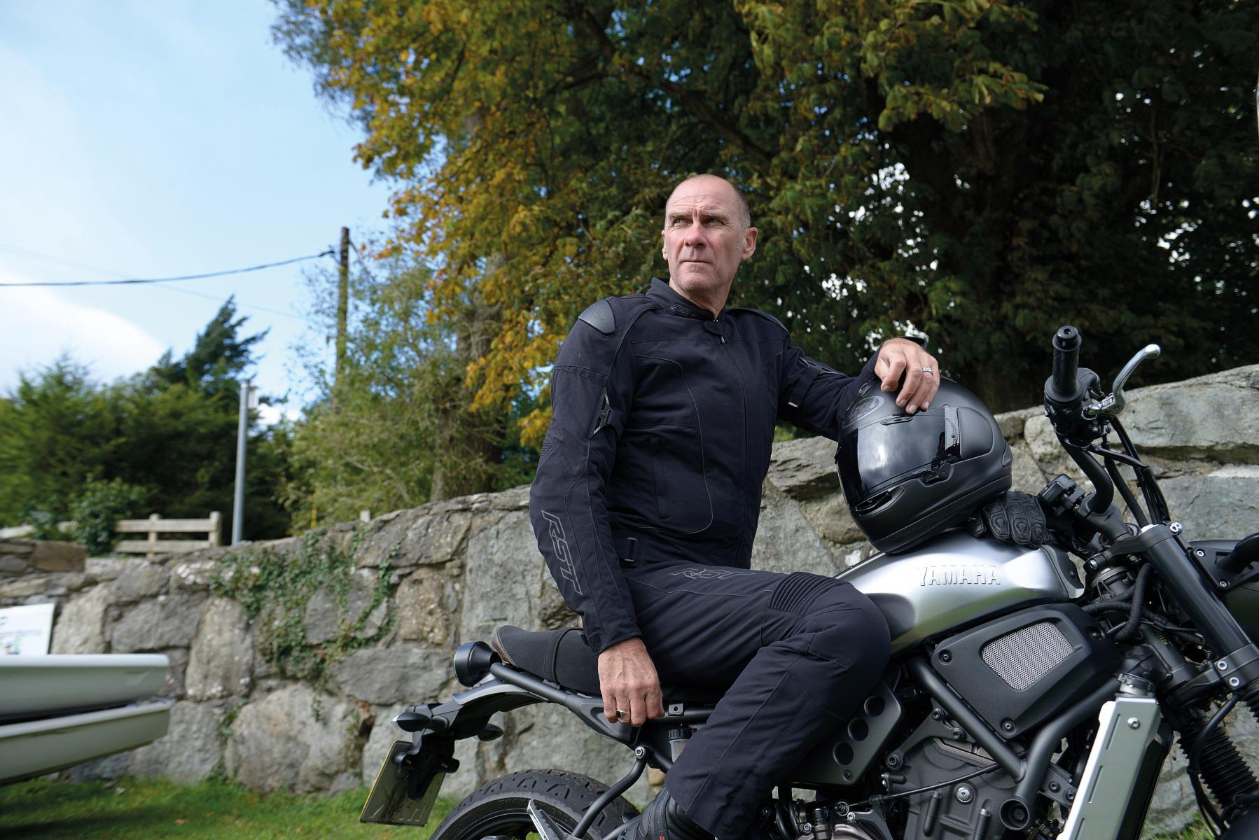 102196-rst-gt-textile-jacket-black-lifestyle-06