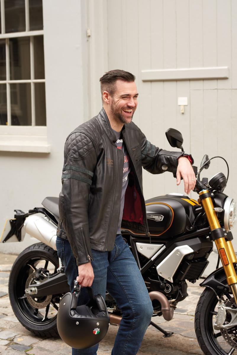 102232-rst-iom-tt-hillberry-leather-jacket-black-lifestyle-01