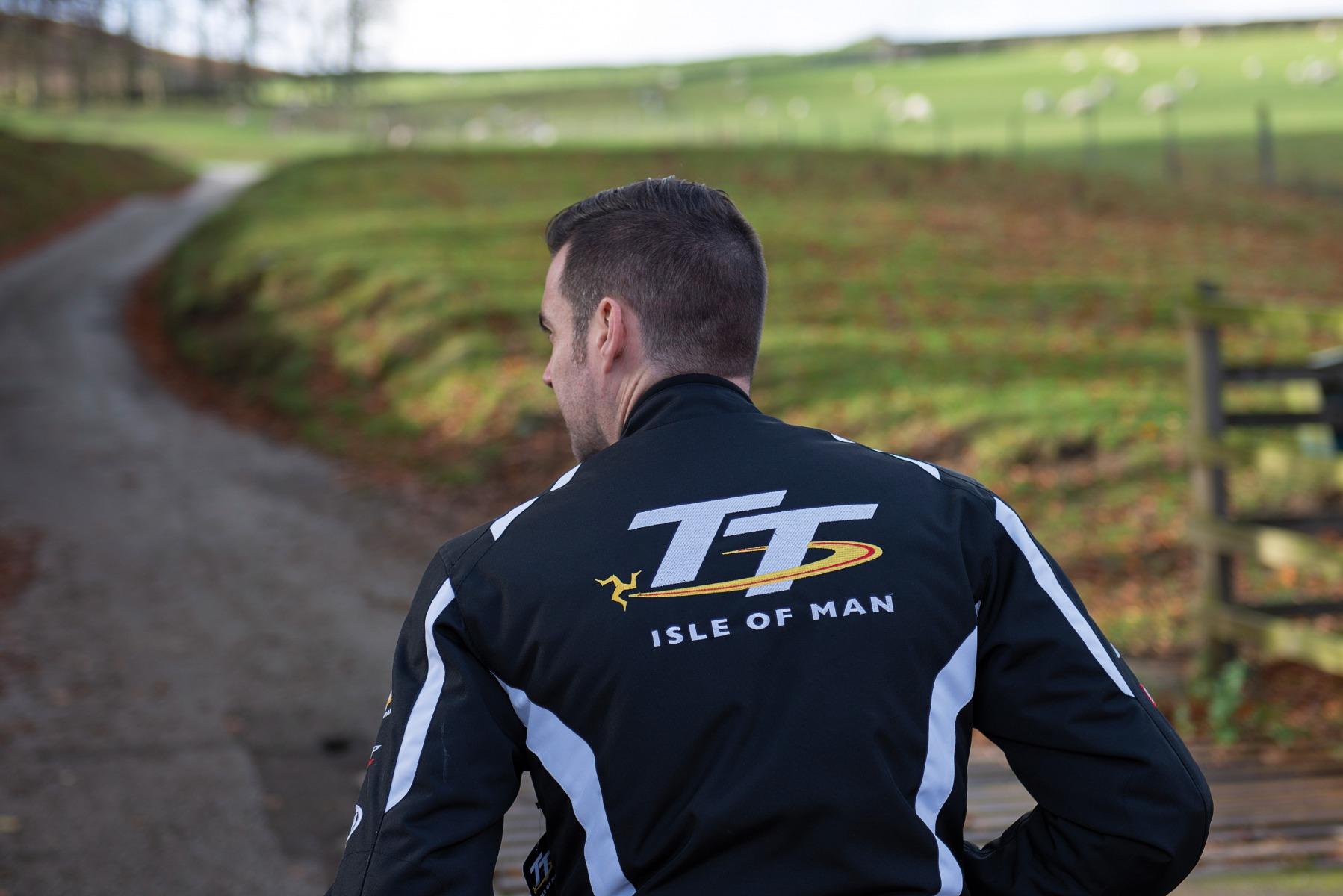 102233-rst-iom-tt-team-jacket-lifestyle-02