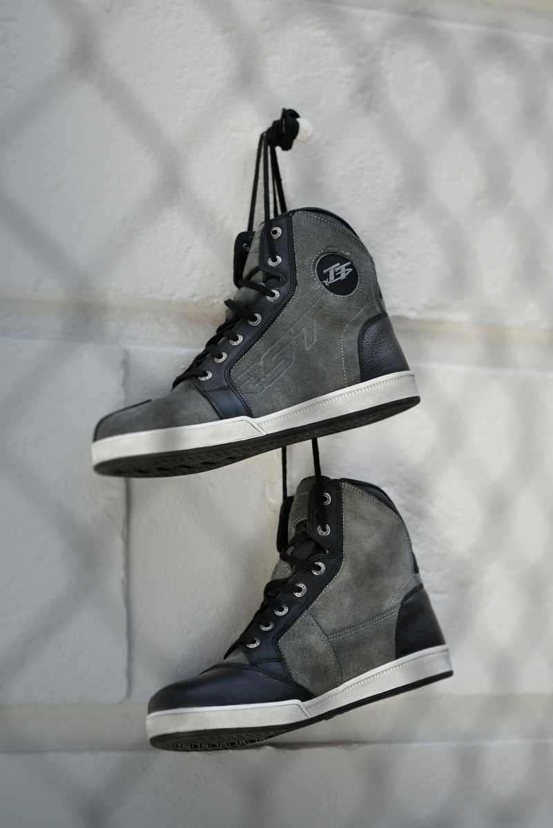 102244-rst-iom-tt-crosby-suede-boot-grey-lifestyle-01