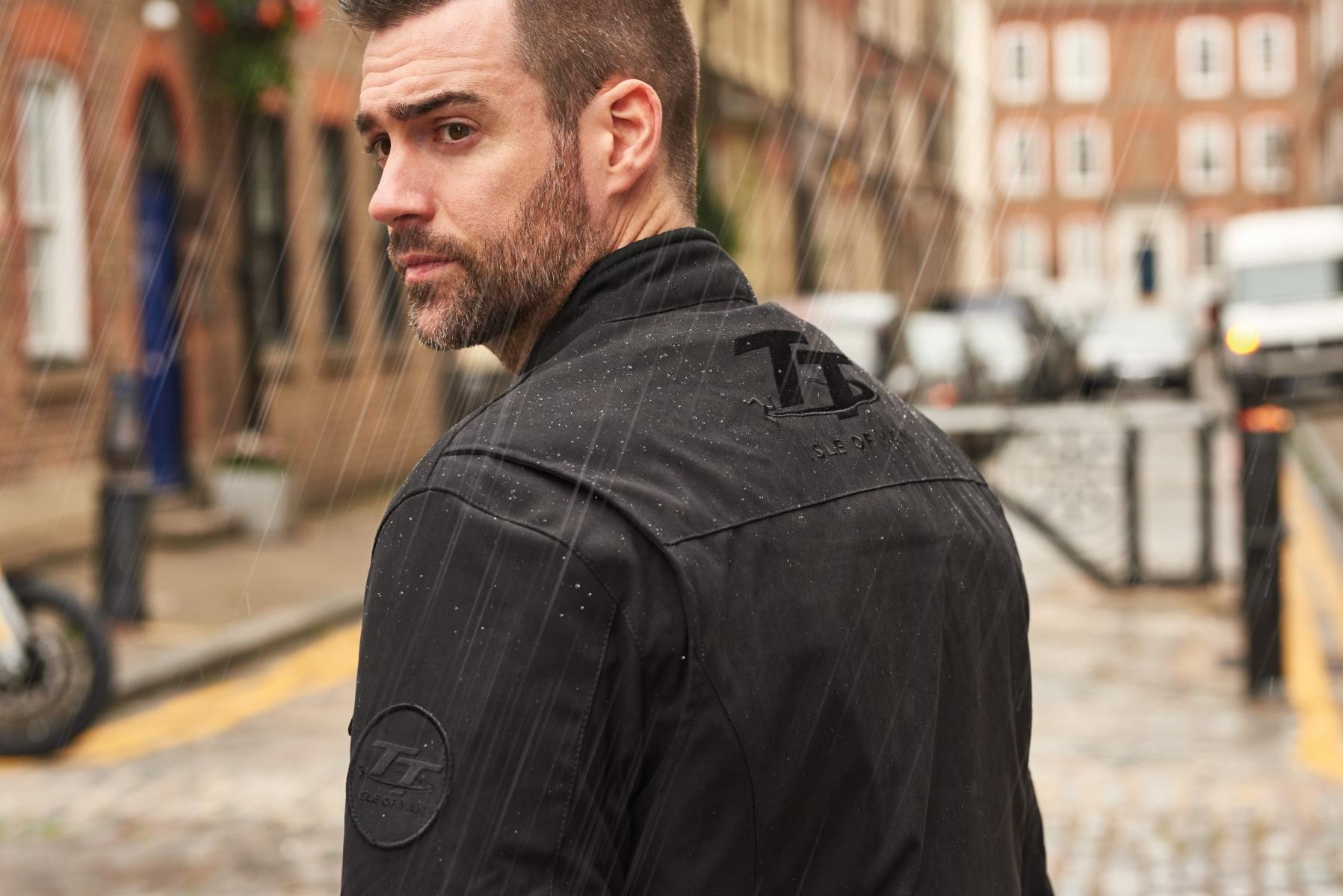102296-rst-iom-tt-crosby-jacket-black-lifestyle-02