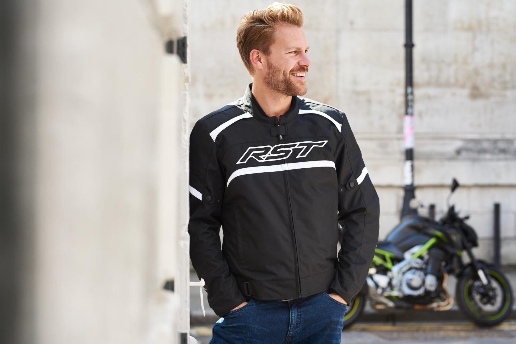 102368-rst-pilot-textile-jacket-black-lifestyle-01