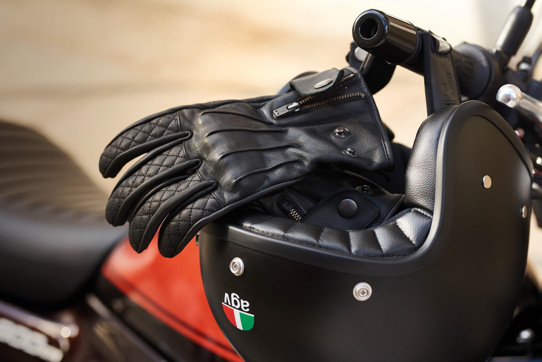 102405-rst-matlock-leahter-glove-black-lifestyle-01