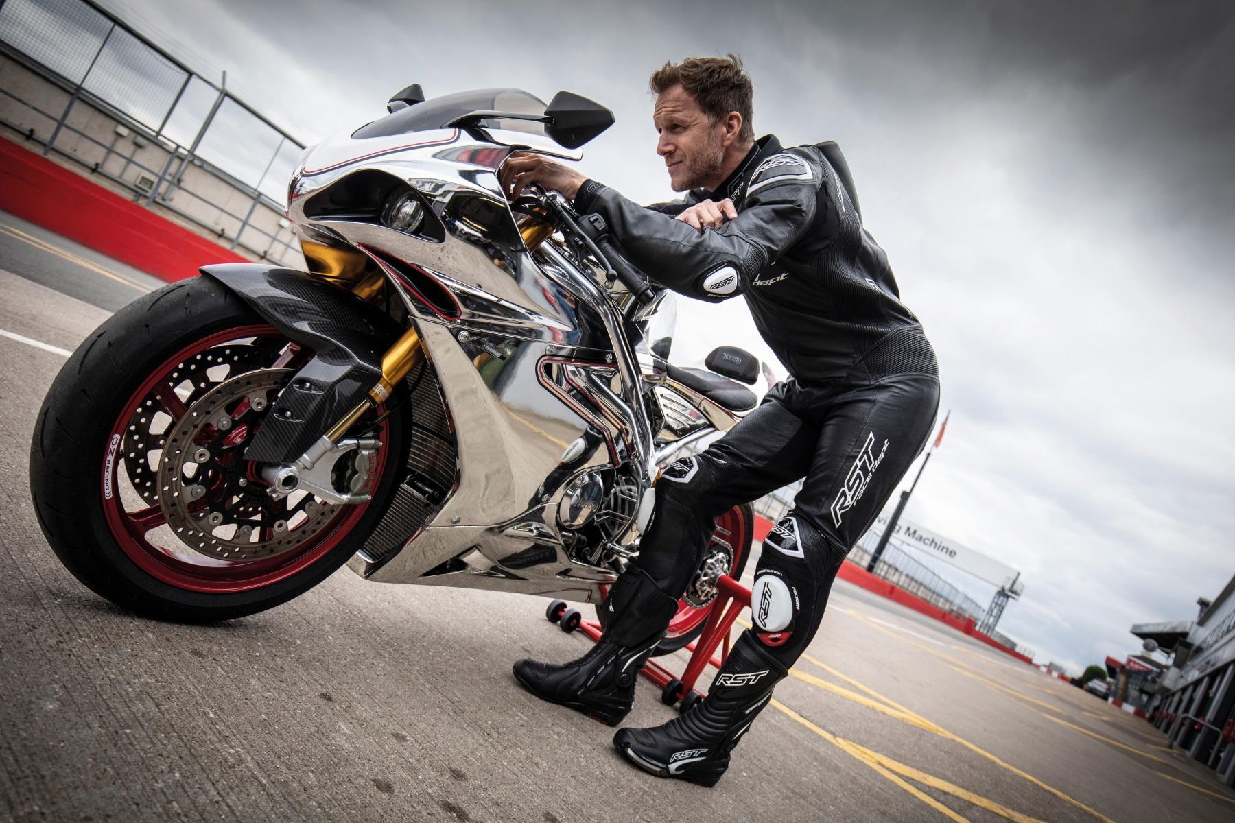 102551-rst-race-dept-v4-1-one-piece-suit-black-lifestyle-04