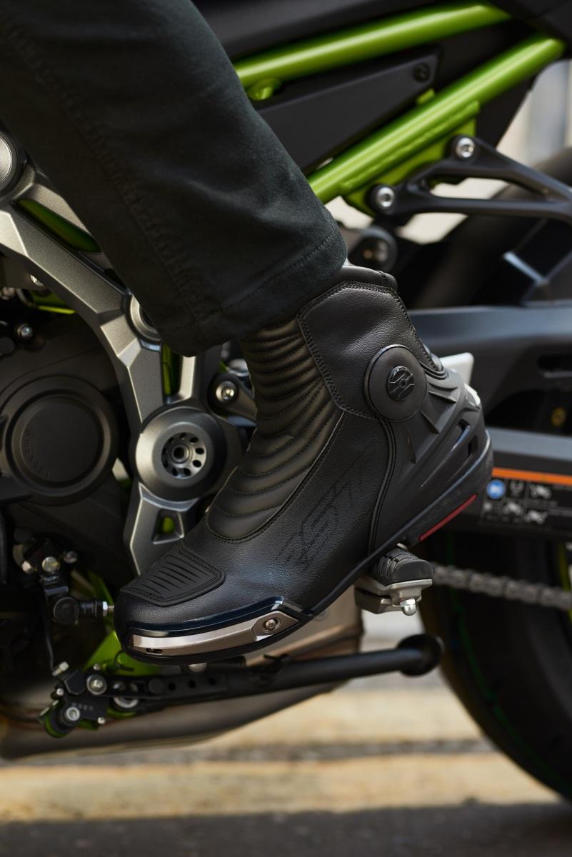 102939-rst-tractech-evo-iii-short-waterproof-boot-black-lifestyle-02