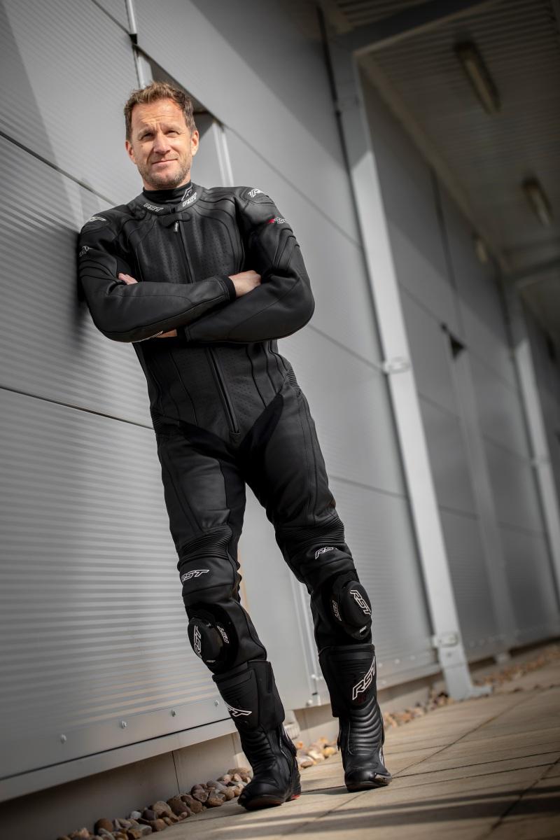 102967-rst-r-sport-one-piece-suit-black-lifestyle-01